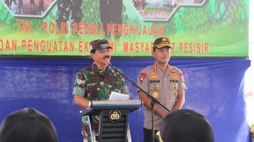 Panglima TNI Beri Pujian Kepada Kapolri Idham Azis Saat Tanam Ribuan Pohon Mangrove