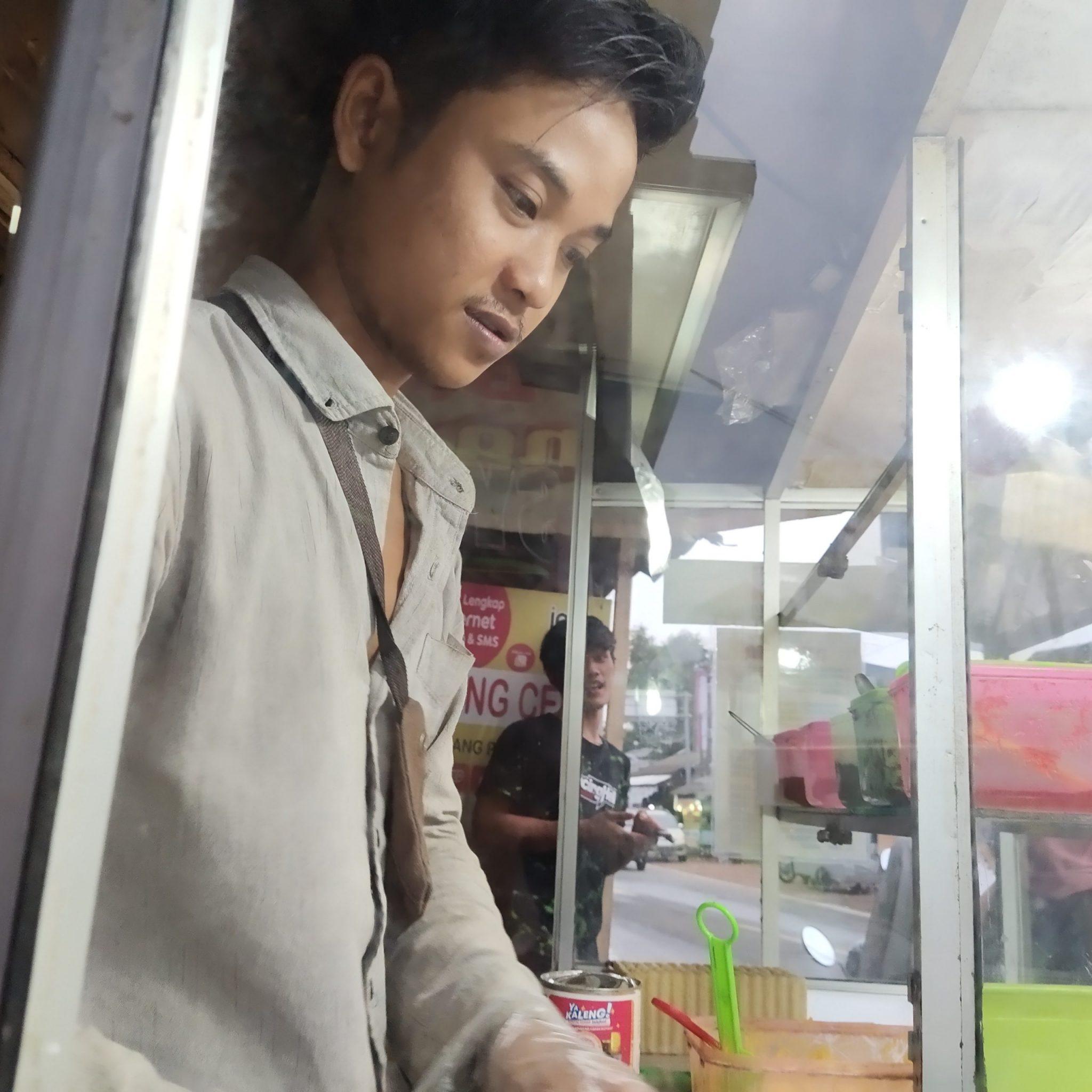 'Mengharukan' Youtuber Asal Pandeglang Banting Setir Jadi Penjual Roti Bakar